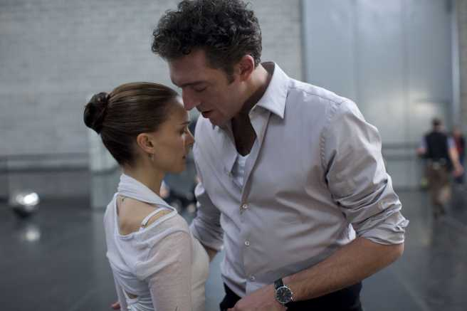 Picture of Natalie Portman and Vincent Cassel in scene from Black Swan movie